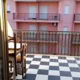 Blick von Wohnküche auf Balkon