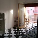 Wohnk. mit Gästebett, Blick Balkon
