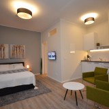 Serviced Corner Apartment - near Central Station